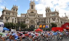 THE PELOTON ON STAGE TWENTY ONE OF THE 2009 TOUR OF SPAIN